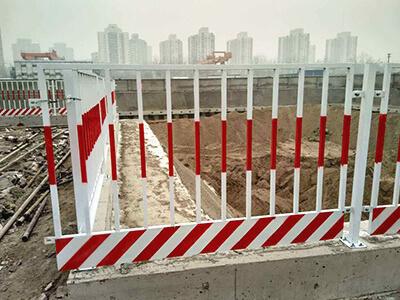 道路施工临边护栏